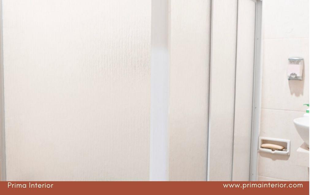 Desain Kamar Mandi Minimalis dengan Shower Box